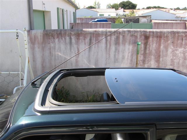 ma 205 gti le toit ouvrant panoramique optionnel. Black Bedroom Furniture Sets. Home Design Ideas